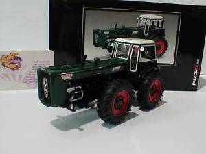 【送料無料】模型車 モデルカー スポーツカー ドゥトラトターダークグリーンschuco pror 08964 dutra d4k traktor baujahr 1964 dunkelgrn 132 neu