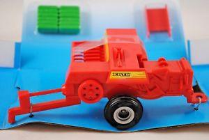 【送料無料】模型車 モデルカー スポーツカー ファームビッグスクエアボックスグリーンミントベーラ132 britains ertl 4168 big farm square baler with green hay bales mint in box
