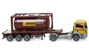 【送料無料】模型車 モデルカー スポーツカー 053604 wiking tankcontainersattelzug 20 man tgs euro 6 bertschi 187
