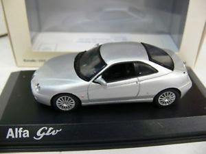 【送料無料】模型車 モデルカー スポーツカー アルファシルバーメタリック143 norev alfa gtv silber metallic 790050