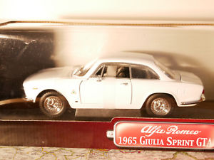 【送料無料】模型車 モデルカー スポーツカー ヤットアルファロメオジュリアスプリントタイプシグネチャyat ming road signature alfa romeo 1965 giulia sprint gta art92348 118