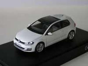 【送料無料】模型車 モデルカー スポーツカー ゴルフドアホワイトherpa 143 pkw vw golf 7 2013 2door white