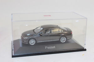 【送料無料】模型車 モデルカー スポーツカー パサートセダンブラックオークブラウンメタリックボックス