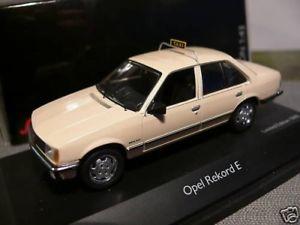 【送料無料】模型車 モデルカー スポーツカー オペルタクシー143 schuco opel rekord e taxi 03424