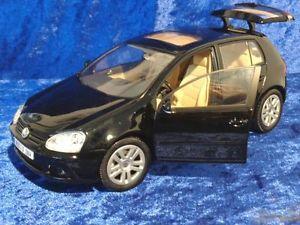 【送料無料】模型車 モデルカー スポーツカー ゴルフフォルクスワーゲン vw golf 5 von bburago 118  schwarz  volkswagen  neu