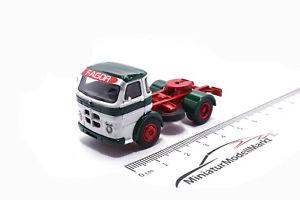 【送料無料】模型車 モデルカー スポーツカー ボスモデルホワイトグリーン87260 bosmodels pegaso comet weissgrn 1964 187