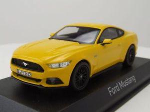 【送料無料】模型車 モデルカー スポーツカー フォードマスタングイエローモデルカーford mustang 2015 gelb, modellauto 143 norev