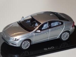 【送料無料】模型車 モデルカー スポーツカー ボルボボルボシルバーvolvo s60 2015 silber 143 norevvolvo neu ovp