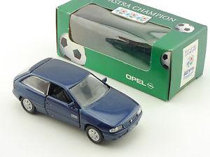 【送料無料】模型車 モデルカー スポーツカー オペルアストラモデルフィートボールneues angebotgama 1001 opel astra werbemodell fussball em 1996 143 ovp 16030567