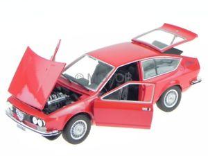 【送料無料】模型車 モデルカー スポーツカー alfa romeo alfetta gt 18 1974 rot modellauto leo 124