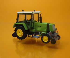 【送料無料】模型車 モデルカー スポーツカー ブッシュトターウェイグリーンシエナbusch 50409 ifa traktor fortschritt zt 323 zweiwegefahrzeug sienagrn 1 87 neu