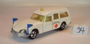【送料無料】模型車 モデルカー スポーツカー シトロエン#majorette 165 nr 206 citroen ds ambulance krankenwagen nr 1 094