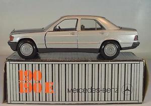 【送料無料】模型車 モデルカー スポーツカー カーソルメルセデスベンツシルバーメタリック#cursor 135 mercedes benz 190 190e silbermetallic ovp 2766