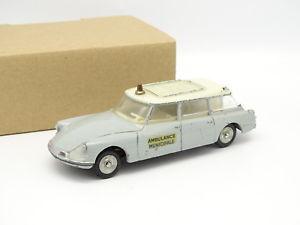【送料無料】模型車 モデルカー スポーツカー フランスシトロエンdinky toys france 143 citroen ds id 19 break ambulance 556