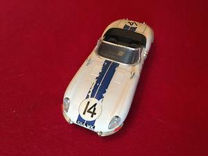 【送料無料】模型車 モデルカー スポーツカー ジャガータイプjaguar type e 1961 118 burago