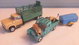 【送料無料】模型車 モデルカー スポーツカー ミニチュアカーコーギーランドローバーlot de 3 miniatures auto corgi dodge land rover remorque animaux