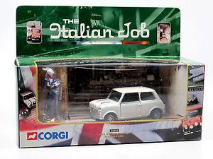 【送料無料】模型車 モデルカー スポーツカー コーギーミニドライバーゴールドバーイタリアジョブcorgi 04441, mini white, driver figure and gold bars the italian job 136 ovp