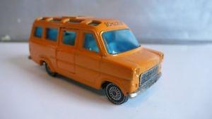 【送料無料】模型車 モデルカー スポーツカー バスフォードトランジットsiku v334 schulbus in den typischen 70er jahre farben, ford transit, ohne ovp