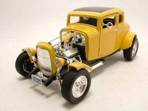 【送料無料】模型車 モデルカー スポーツカー フォードクーペホットロッドアメリカングラフィティモデルカーヒートford coupe 1932 american graffiti hot rod gelb, modellauto 118 motormax
