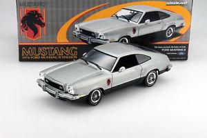 【送料無料】模型車 モデルカー スポーツカー フォードマスタングスタリオンライトford mustang ii stallion baujahr 1976 silber schwarz 118 greenlight
