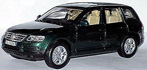 【送料無料】模型車 モデルカー スポーツカー フォルクスワーゲンフォルクスワーゲンタイプグリーングリーンメタリックvw volkswagen touareg typ 7l 200206 grn green metallic 118 bburago
