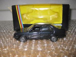 【送料無料】模型車 モデルカー スポーツカー フォルクスワーゲンジェッタブラックメタリックschabak 143 vw jetta schwarz metallic r46