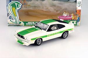 【送料無料】模型車 モデルカー スポーツカー フォードマスタングコブラホワイトグリーンライトford mustang ii cobra ii baujahr 1978 wei grn 118 greenlight
