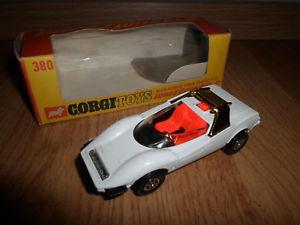 【送料無料】模型車 モデルカー スポーツカー コーギーホイールアルファロメオ#corgi whizzwheels alfaromeo pininfarina p33 ovp 380