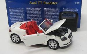 【送料無料】模型車 モデルカー スポーツカー アウディロードスターホワイトaudi tt roadster 19982006 weiss revell 118