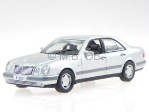 【送料無料】模型車 モデルカー スポーツカー メルセデスクラスシルバーモデルカーネットワークmercedes w210 eklasse e 320 1995 silber modellauto altaya 143