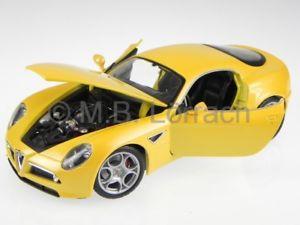 【送料無料】模型車 モデルカー スポーツカー アルファロメオコンペティツィオーネイエローモデルalfa romeo 8c competizione gelb modellauto 1811021 bburago 118