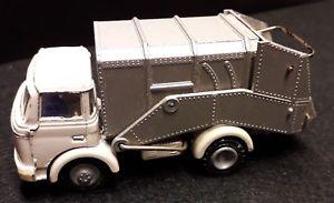 【送料無料】模型車 モデルカー スポーツカー フランスfj made in france 143 berliet gak camion poubelle