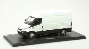 【送料無料】模型車 モデルカー スポーツカー ミニチュアcamionnette miniature iveco daily 2014