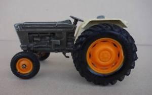 【送料無料】模型車 モデルカー スポーツカー イングランドフォードトター1978 britains 132 england ford 6600 traktor schlepper