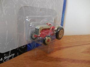 【送料無料】模型車 モデルカー スポーツカー フォードトターファームニップertl 164 tractor ford 8n farm toy collectible nip