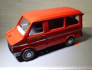 【送料無料】模型車 モデルカー スポーツカー シリーズミニバスフェラーリロッソiveco daily 308 2 serie minibus assistenza ferrari rosso old cars 02421