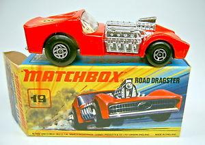 【送料無料】模型車 モデルカー スポーツカー マッチボックストップmatchbox sf nr19b road dragster helles rot 8 top in box