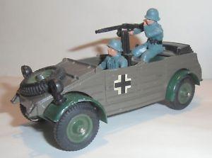 【送料無料】模型車 モデルカー スポーツカー バケットbritains militrkbelwagen mit besatzung