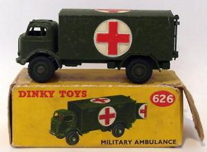 【送料無料】模型車 モデルカー スポーツカー グリーンoriginal dinky toys 626 military ambulance green