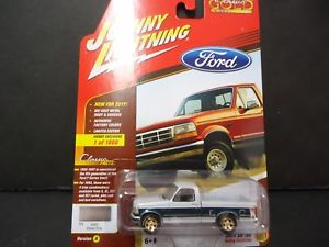 【送料無料】模型車 モデルカー スポーツカー ジョニーフォードチェイスjohnny lightning ford f150 1993 jlcg009a 164 chase white lightning