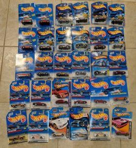 【送料無料】模型車 モデルカー スポーツカー カードホットホイールロットhot wheels early 2000s lot of 30 cars on card some doubles