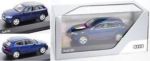 【送料無料】模型車 モデルカー スポーツカー アウディナバラボックスオンiscale 5011605632 audi q5, navarrablau, 143, werbeschachtel