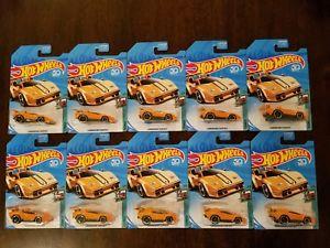 【送料無料】模型車 モデルカー スポーツカー ホットホイールランボルギーニオレンジトイザス#ロットhot wheels 2018 lamborghini countach orange toys r us hw tooned 15 lot of 10