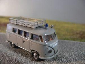 【送料無料】模型車 モデルカー スポーツカー #コマンドオーストリアバス187 brekina 0711 vw t1 b gendarmerie unfallkommando sterreich bus