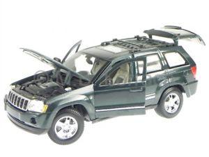 【送料無料】模型車 モデルカー スポーツカー ジープグランドチェロキーグリーンメタリックモデルjeep grand cherokee 2005 gruen metallic 31119 modellauto maisto 118