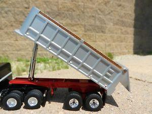 【送料無料】模型車 モデルカー スポーツカー ギアシルバーレッドハットタンデムダンプトレーラーneues angebot 164 first gear *silver amp; red* 22 tandem axle dump trailer works wdcp