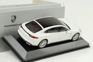 【送料無料】模型車 モデルカー スポーツカー ターボポルシェパナメーラハイブリッドエグゼクティブホワイトディーラー2016 porsche panamera turbo s ehybrid executive weiss 143 herpa wap dealer