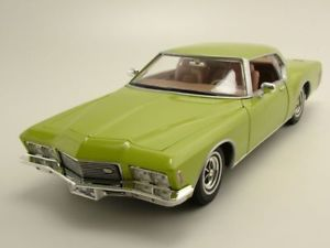 【送料無料】模型車 モデルカー スポーツカー ビュイックリビエラメタリックグリーンモデルカーヤット