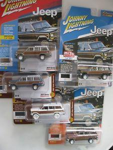 【送料無料】模型車 モデルカー スポーツカー ジープセットチェイスカーリアジョニー5x jeep wagoneer 1981 set 4 colours chase car *rr* johnny lightning 164 ovp