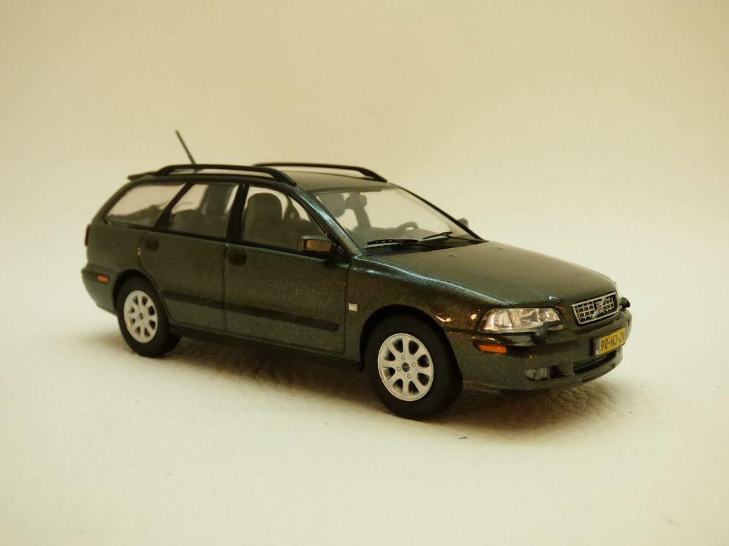 【送料無料】模型車 モデルカー スポーツカー アンスラサイトボルボvolvo v40 anthracite 143 2001
